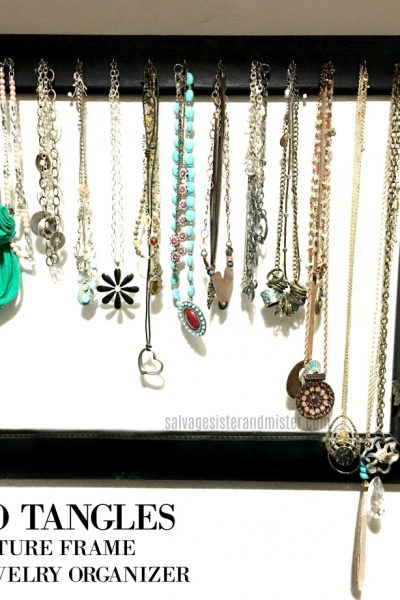 no more tangled necklaces. Make a diy picture frame jewlery organizer easily with this quick tutorial. Find all the info on salvagesisterandmister.com