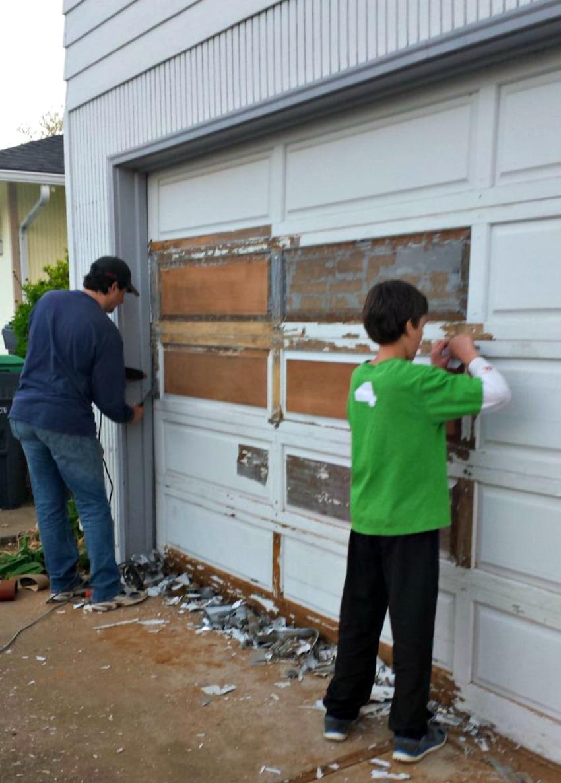 Sanding a wood garage door on salvagesisterandmister.com