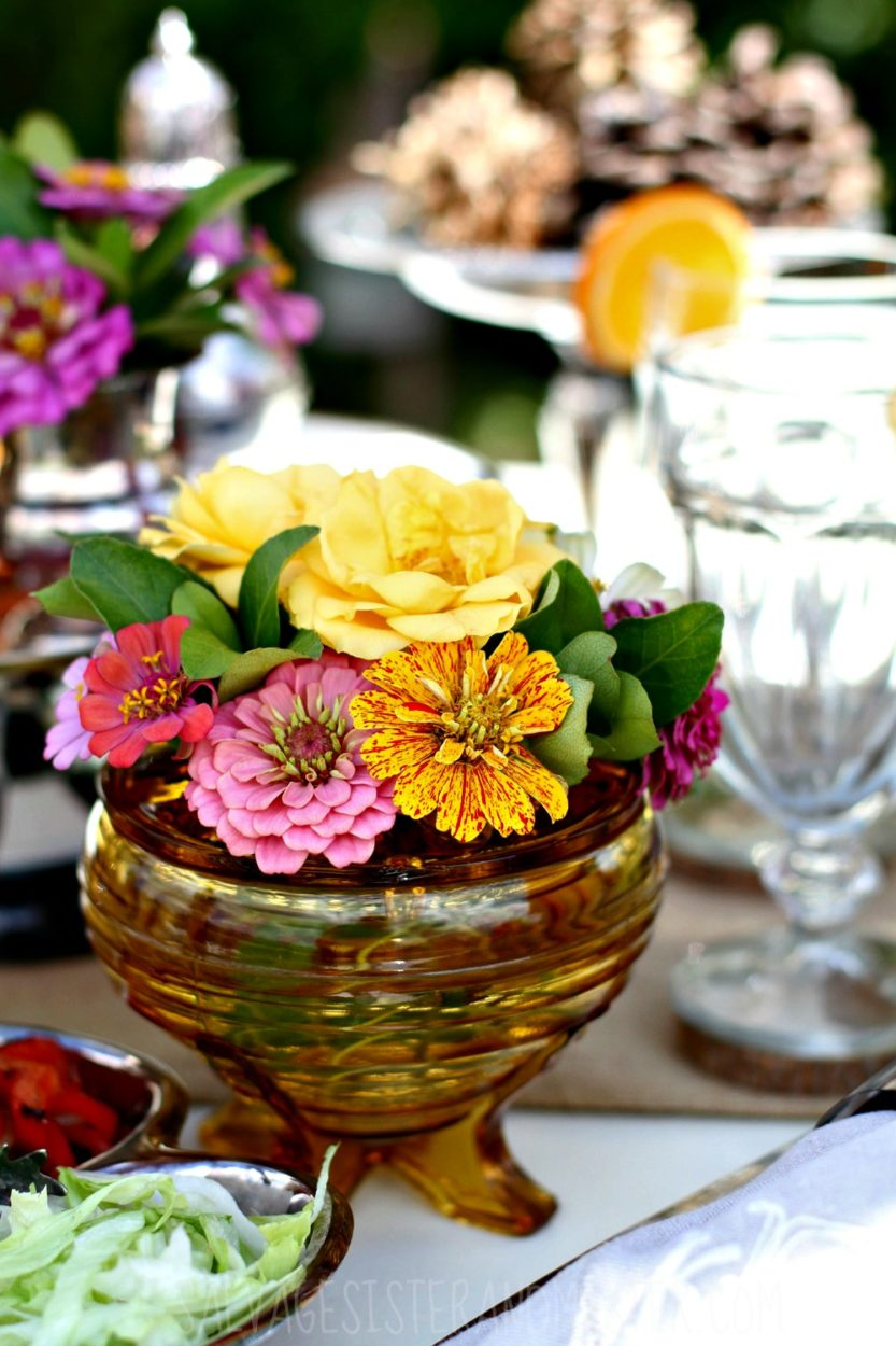 Last minute entertaining? Here are some tips to creating a beautiful tablescape using items you have around the home and in your own backyard.