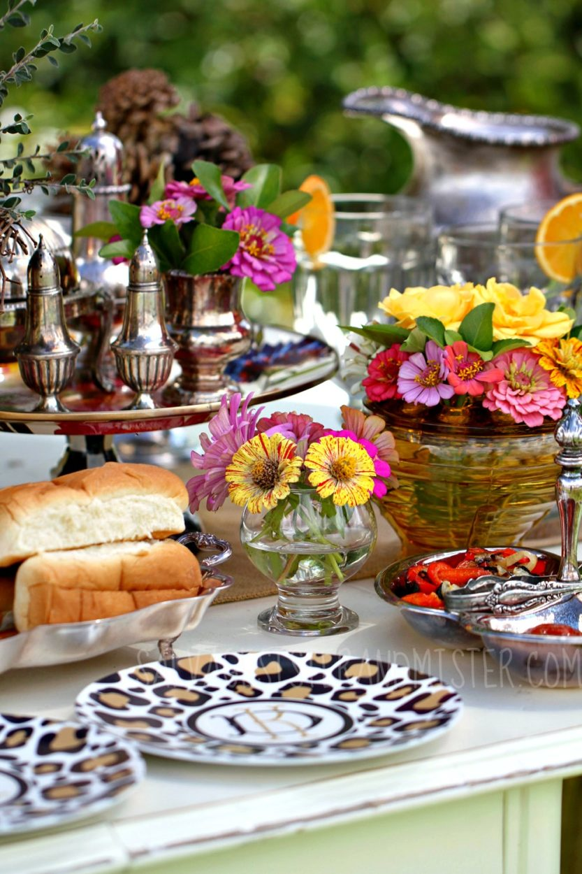 Having a quick party? What about a backyard BBQ? Having a few items on hand plus these 4 tips (on the blog) you can make a last minute tablescape that your guests will think you worked all day on. Don't stress out. Use what you have to make it the best !