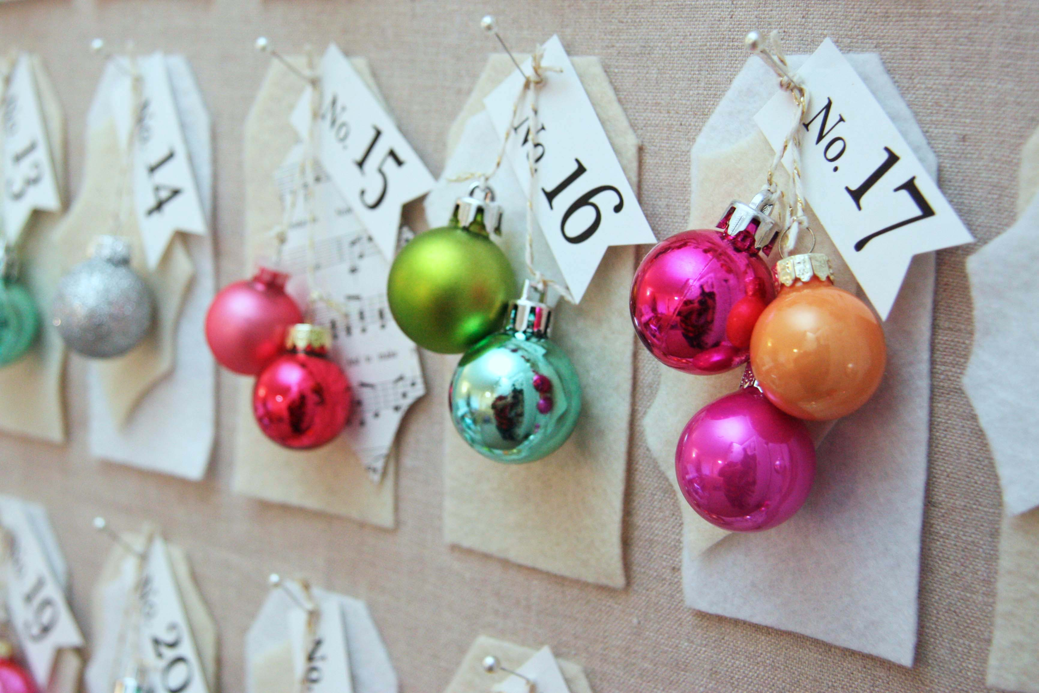 DIY craft project...full tutorial to make this Christmas countdown board. Easy to do as a craft party activity or with kids. You can make it in one evening. Come over to the blog to see how to make it.