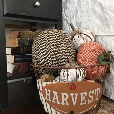 Decoraing for a holiday doesn't have to be complicated. Just stick to a few items and use what you have to bring in a touch of the season. Here are some more tips on simple fall home decor
