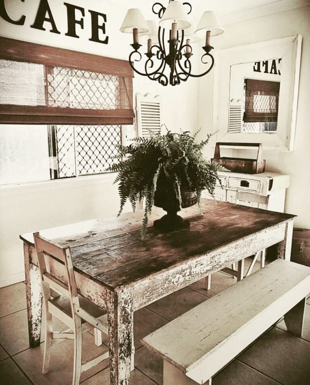 Salvaged farmhouse home tour with the Vintage Bliss. Turn your flea market , thrift store, and bargain finds into a farmhouse look. Home decor doesn't have to be expensive. This beautiful dining room is chipy and shabby and wonderful. Come see the rest of her home.