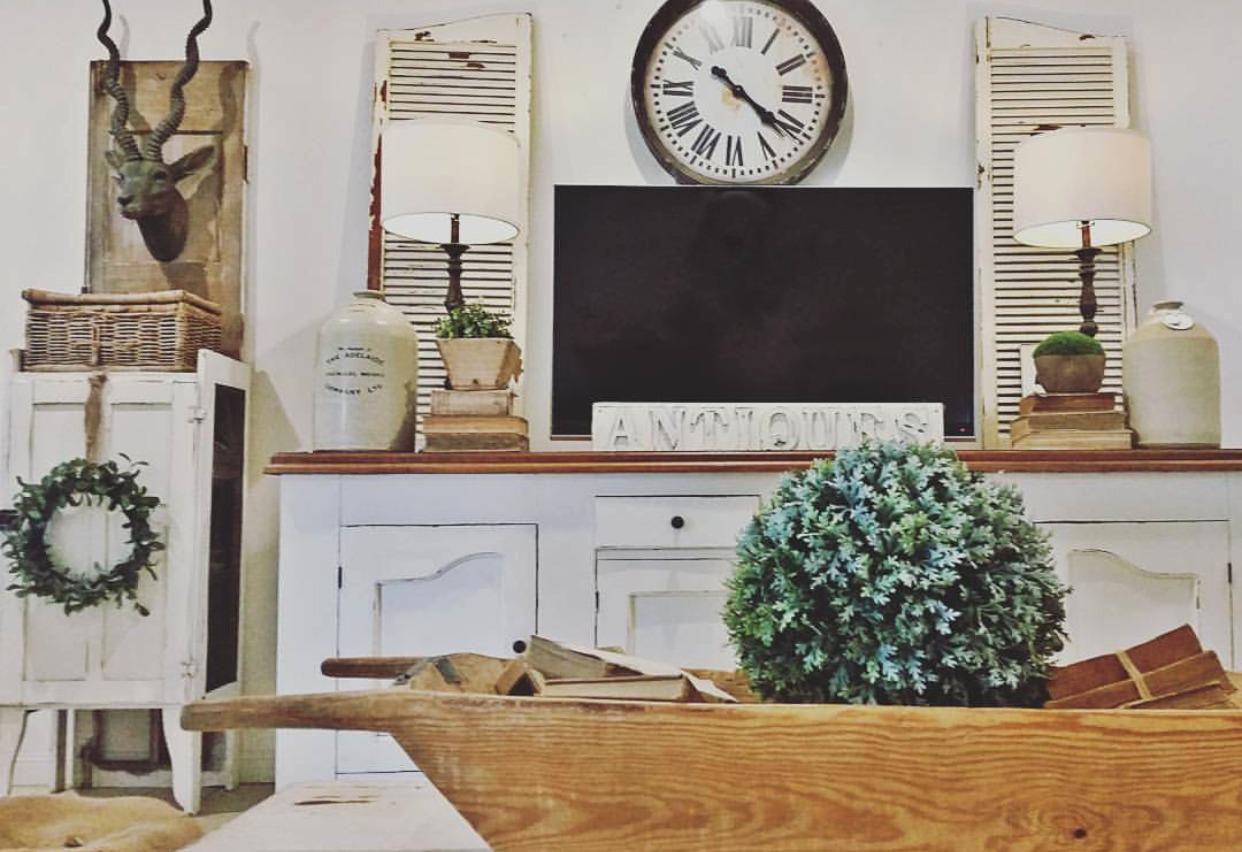 Perfect farmhouse style with a tv console and thrifted items to create a beautiful farmhouse living room complete with a dough bowl. Come take a salvaged famrhouse tour with #ssmfeature me and vintage bliss.