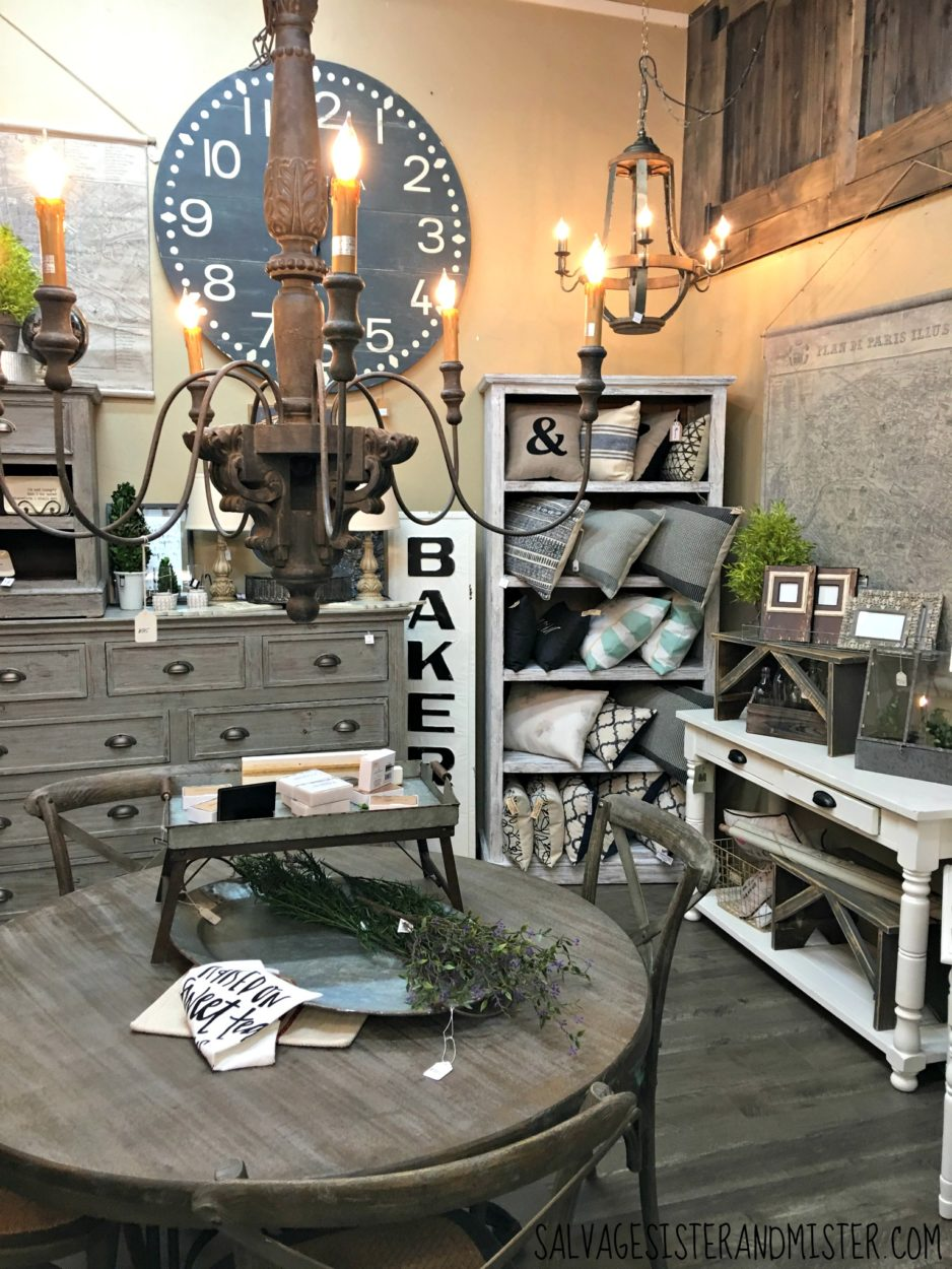 If you like farmhouse style and Magnolia Market, you will love Pretty in Paint store in Medford Oregon. Find what to do in oregon - places to go and see just like you would in Waco Tx