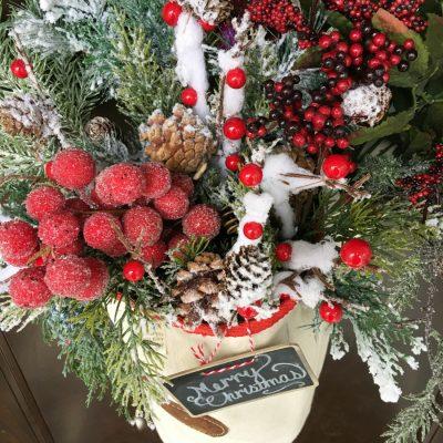 A DIY Feed bag Christmas Door Decoration. Is a fun farmhouse style decoration. #farmhouse #holidaydecor