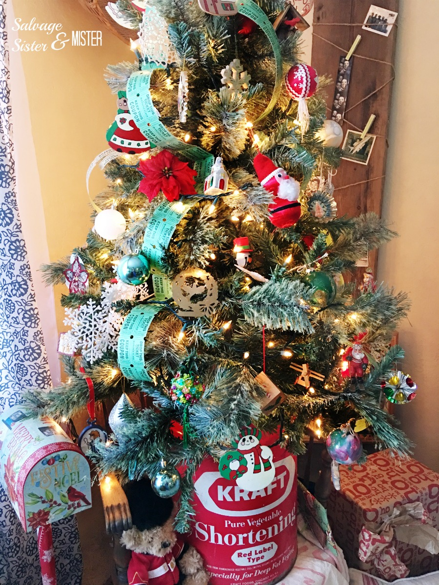 Sharing our simple vintage Christmas tree. This tree uses mostly DIY, thrited, and items we already had. Retro ornaments and upcycled items were also used. This bargain tree shows you don't have to spend a lot of money to enjoy your holiday.