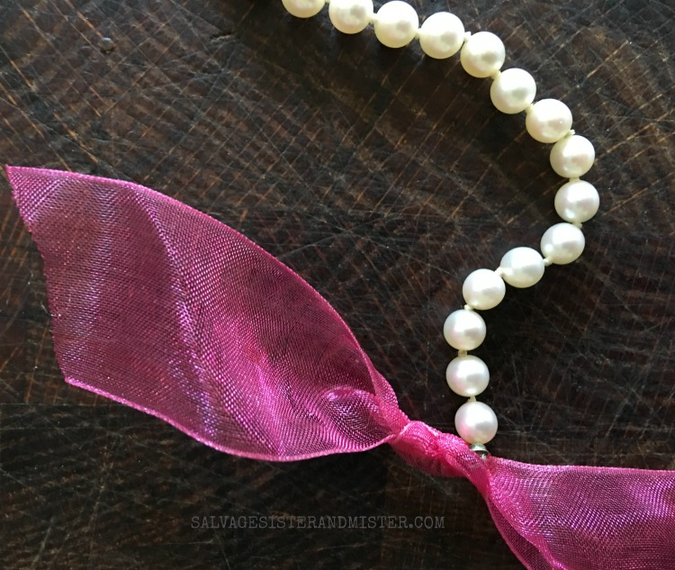 INSTRUCTIONS ON HOW TO UPDATE A THRIFTED PEARL NECKLACE FOUND ON SALVAGESISTERANDMISTER.COM