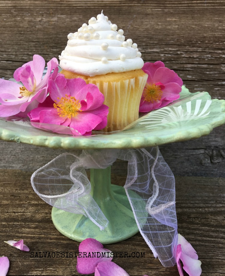 DIY FAUX JADEITE DISH FROM A THRIFT STORE GLASS PLATE..INSTRUCTIONS FOUND ON SALVAGESISTERANDMISTER.COM #THRIFTSTORE #CRAFT #JADEITE