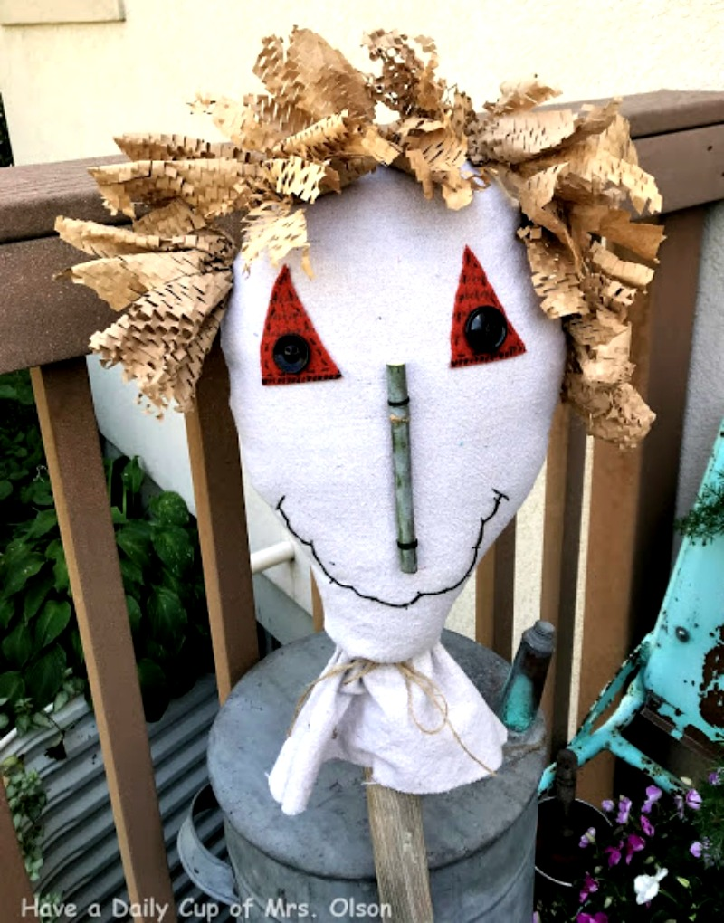 Create this scarecrow project for your fall decor - instructions found at salvagesisterandmister.com