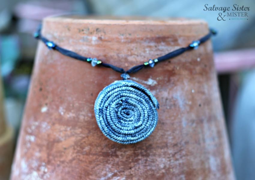 creating an upcycled denim necklace form an old pair of jeans. waste not, want not. A fun way to reuse jeans that you can no longer wear. #repurpose #reuse #jeans