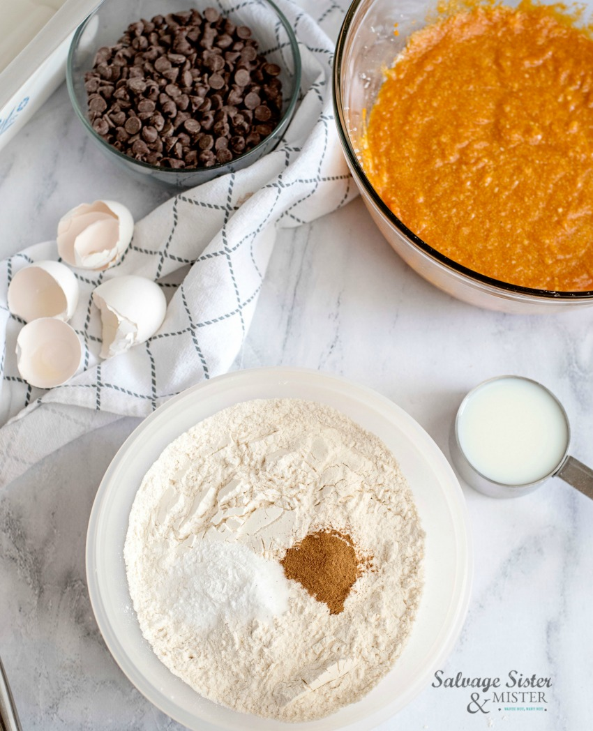 dry ingredients for chocolate chip pumpkin bread on salvagesisterandmister.com