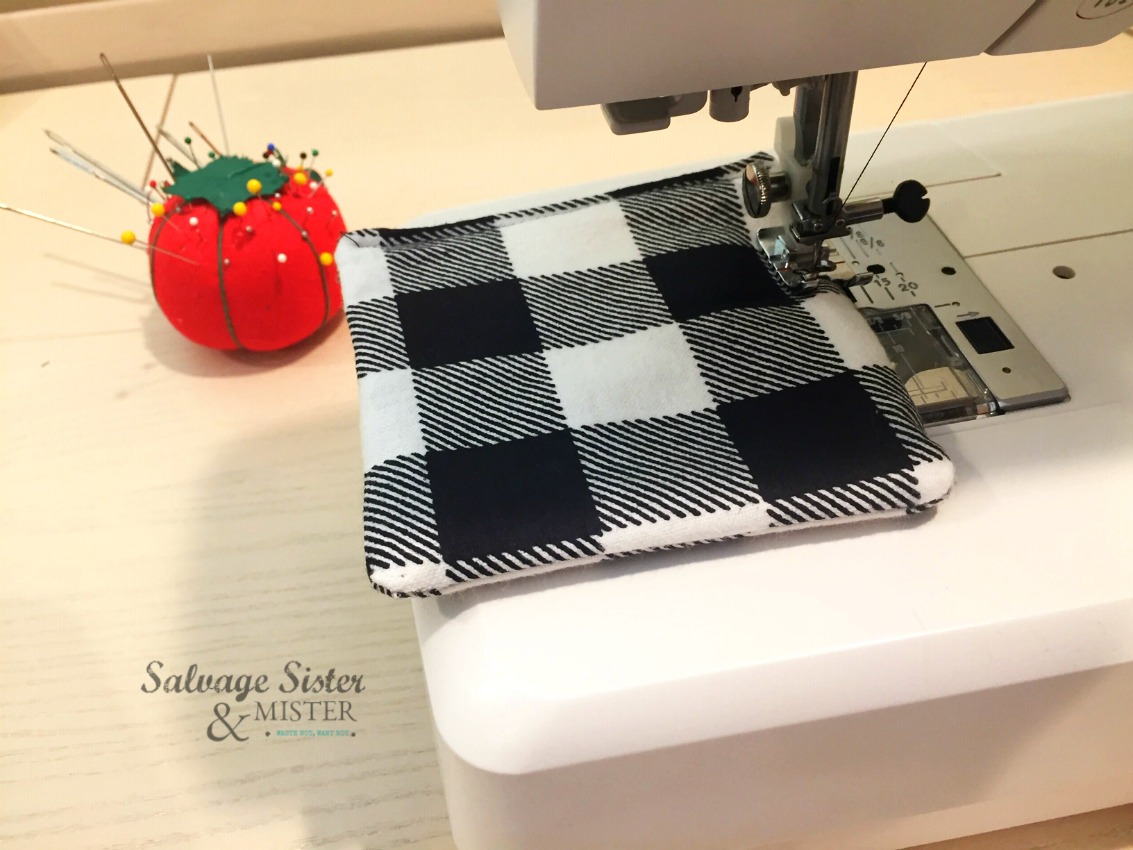 farmhouse buffalo plaid coasters sewing project on salvagesisterandmister.com