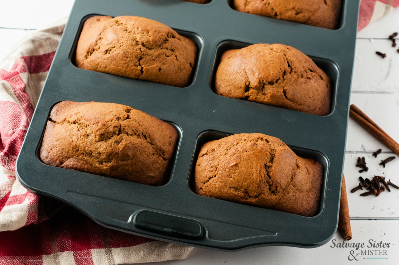 yummy and perfect for gift giving these mini spiced gingerbread loaves on salvagesisterandmister.com