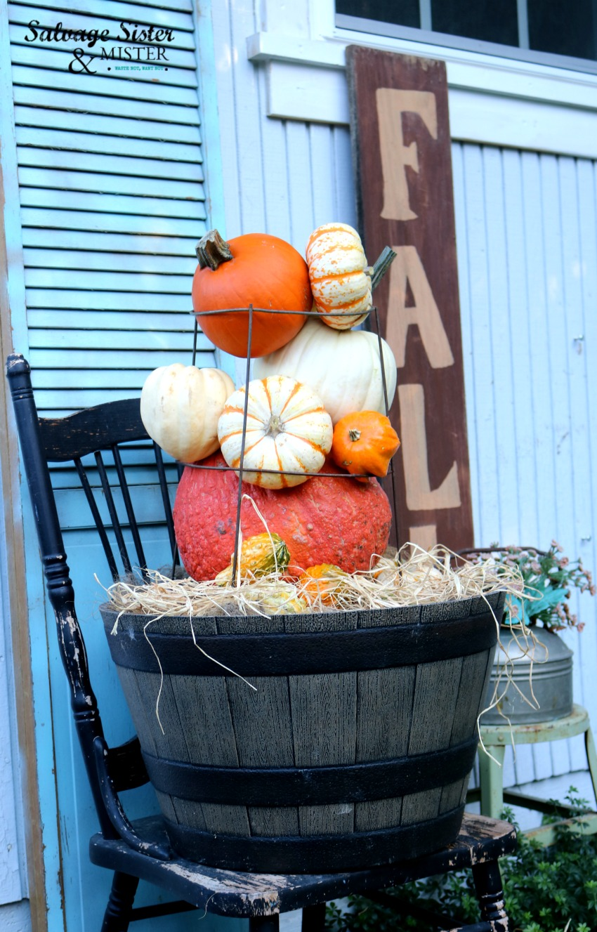 tomato cage pumpkin topiary fall craft - great way to reuse that garden tomato cage for a new purpose.- budget friendly on salvagesisterandmister.com