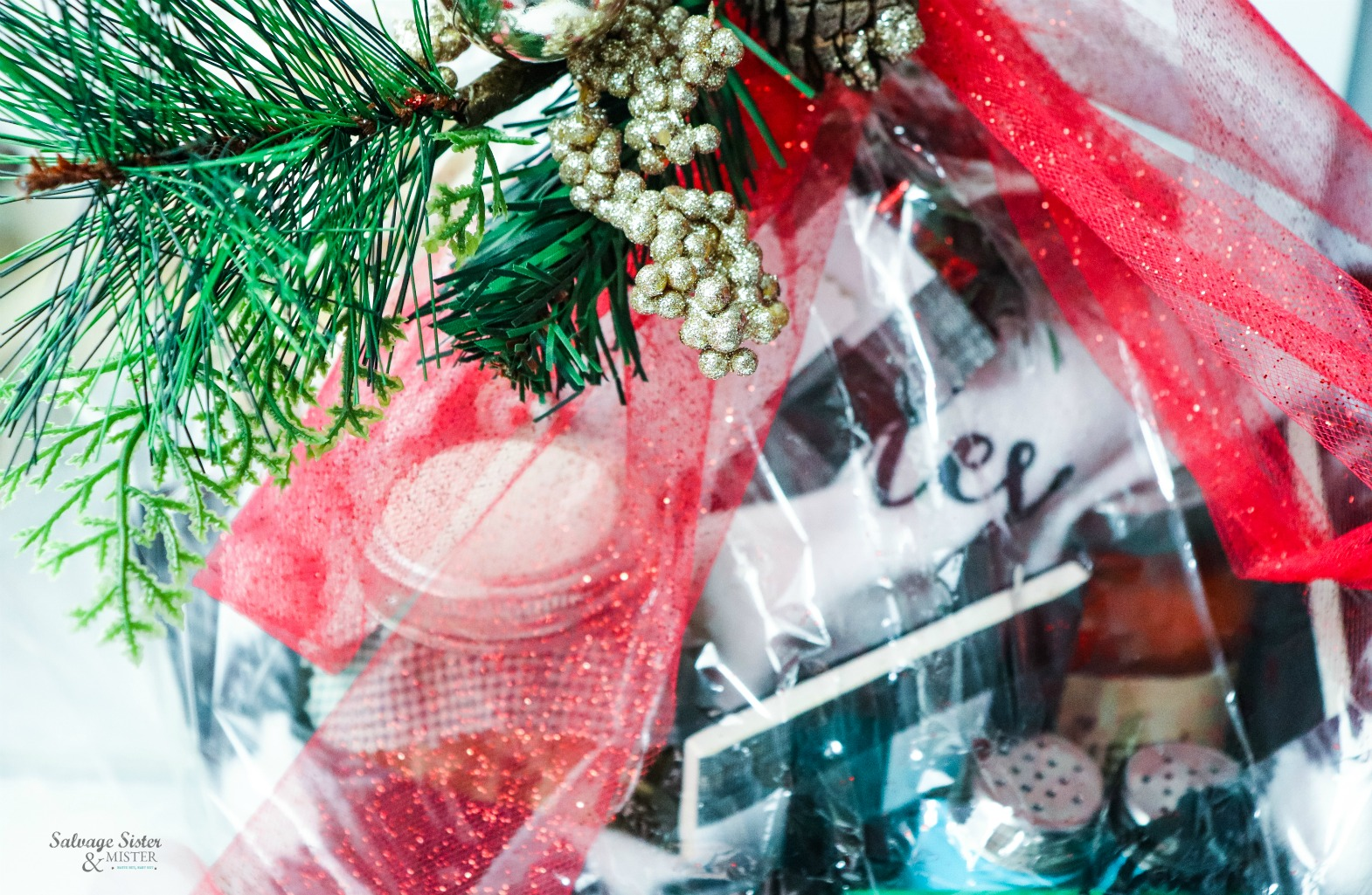 gifts to give this holiday season - Italian Dinner Gift Basket on salvagesisternadmister.com
