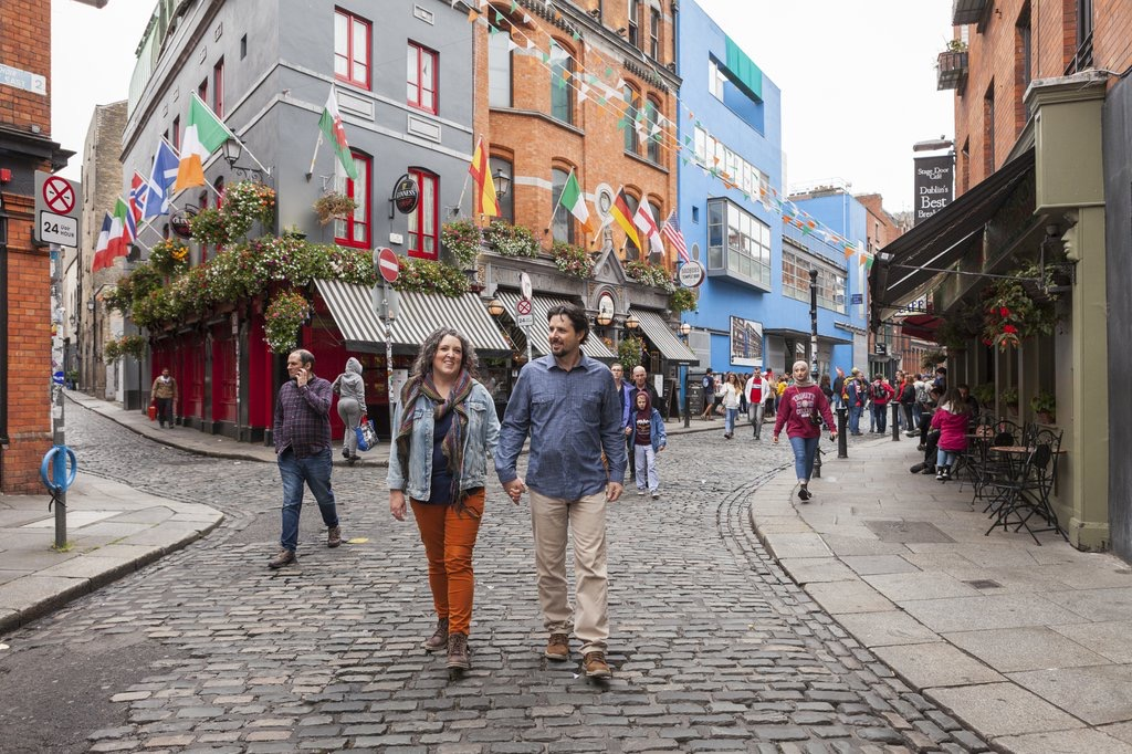 our trip to Ireland and our packing list on salvagesisterandmister.com