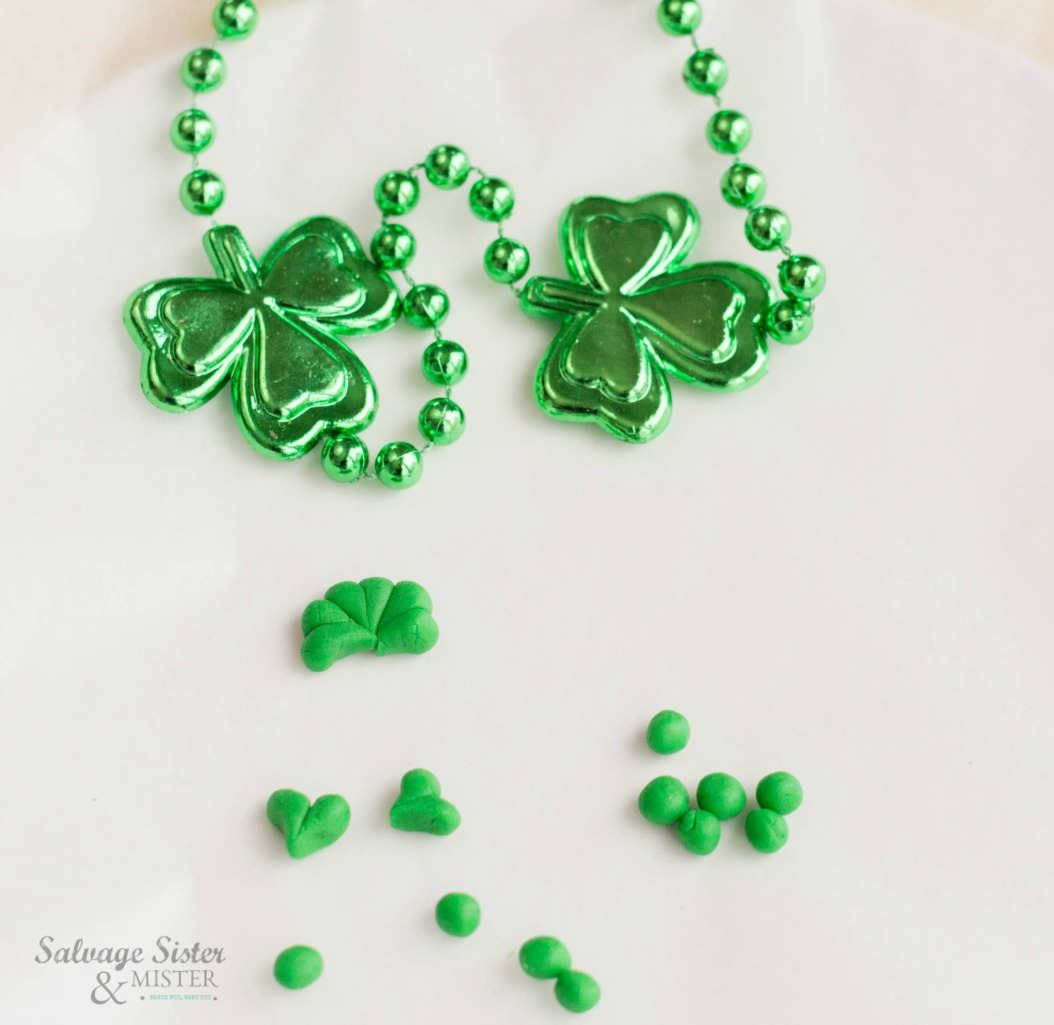 St Patrick's day pretzel snack on salvagesisterandmister.com