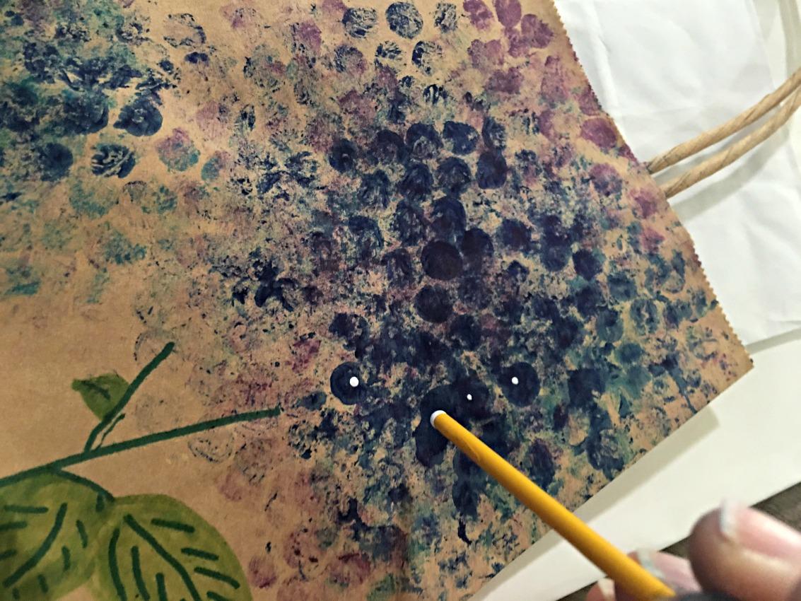 Adding white center dots to bubble wrawp hydrangeas on salvagesisterandmister.com