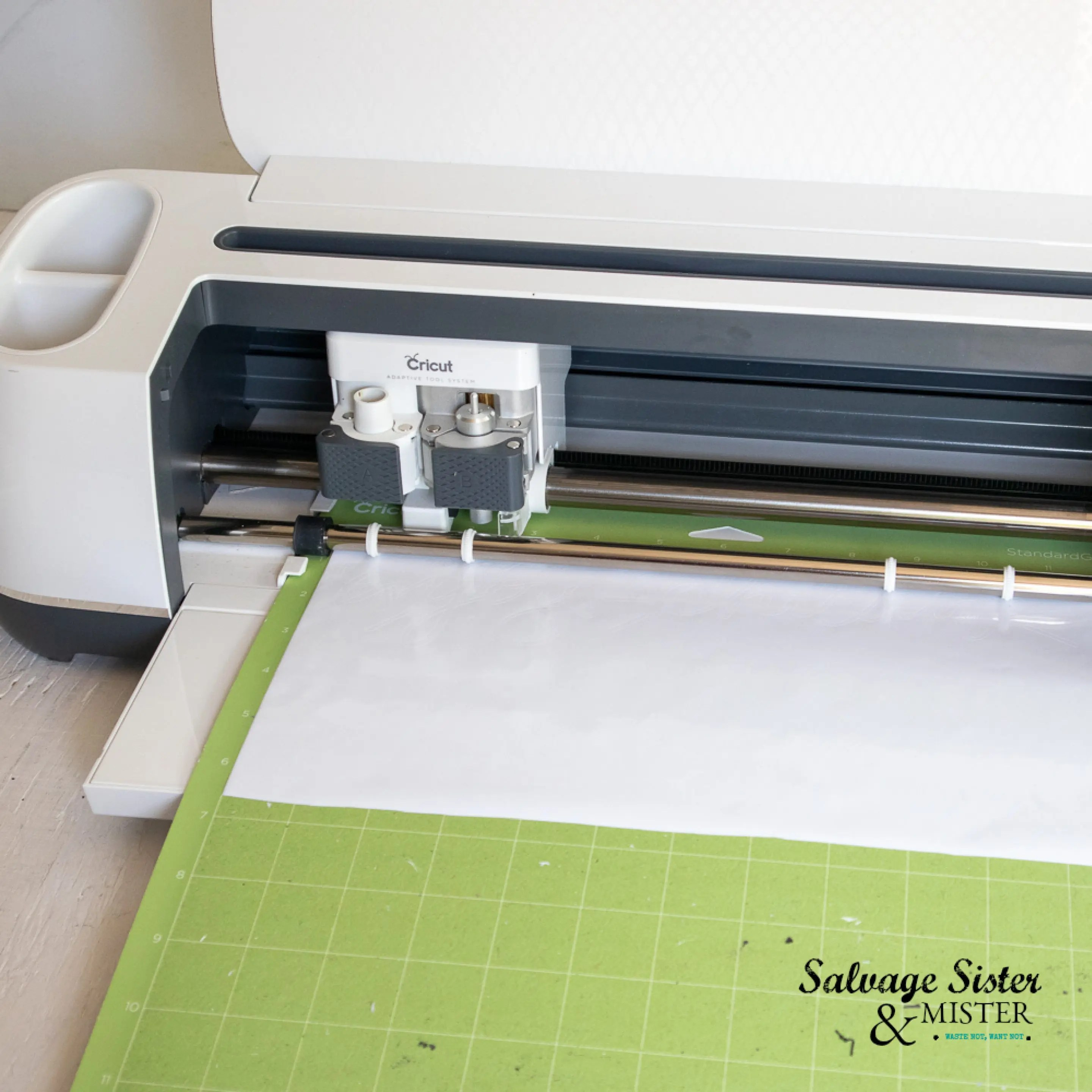 Cutting vinyl letters with a Cricut