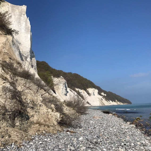 A picture of a cliff by the sea