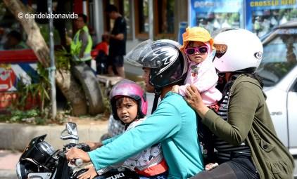 En Ubud (Bali) es un clásico ver familias enteras sobre la moto