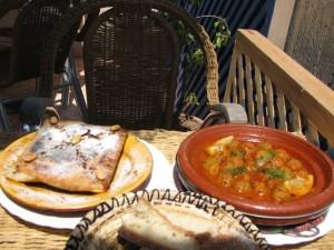 Pastilla de poulet et tagine aux boulettes de sardines