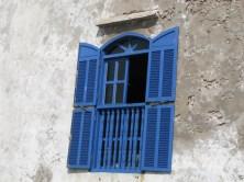 Fenêtre bleue sur Essaouira la blanche