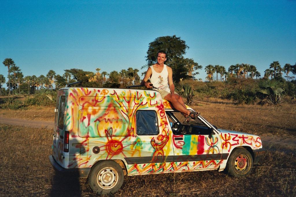 Elle est pas belle, ma voiture au soleil couchant ?