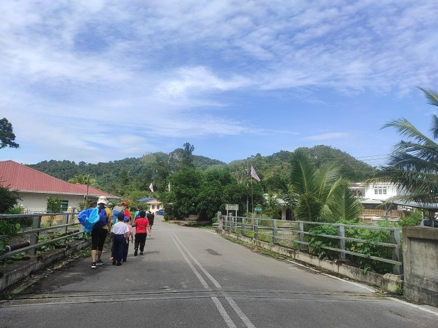 road in kampung sikog