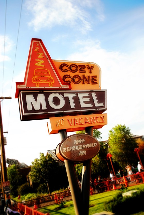 california-adventure-crazy-cone-motel