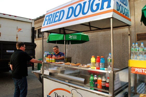 boston-massachusetts-daddys-fried-dough_0838