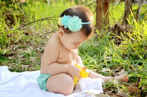 Outdoor Bubble Bath Photos 9 Month Baby Photography_3606