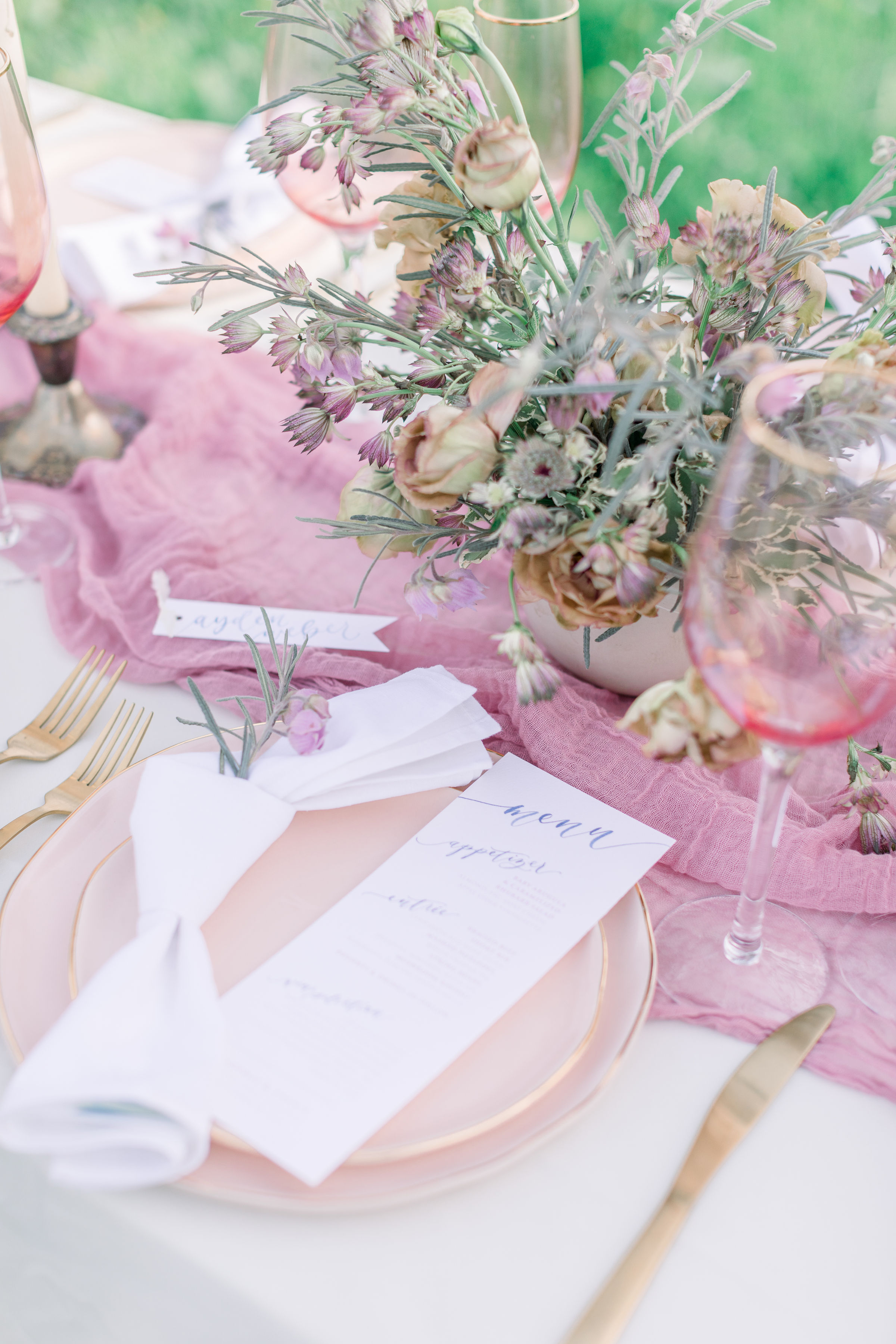 StephanieWeberPhotography-Navy and Pink Wedding Tablescape – Sam Allen Creates Watercolor Menu and Placecards