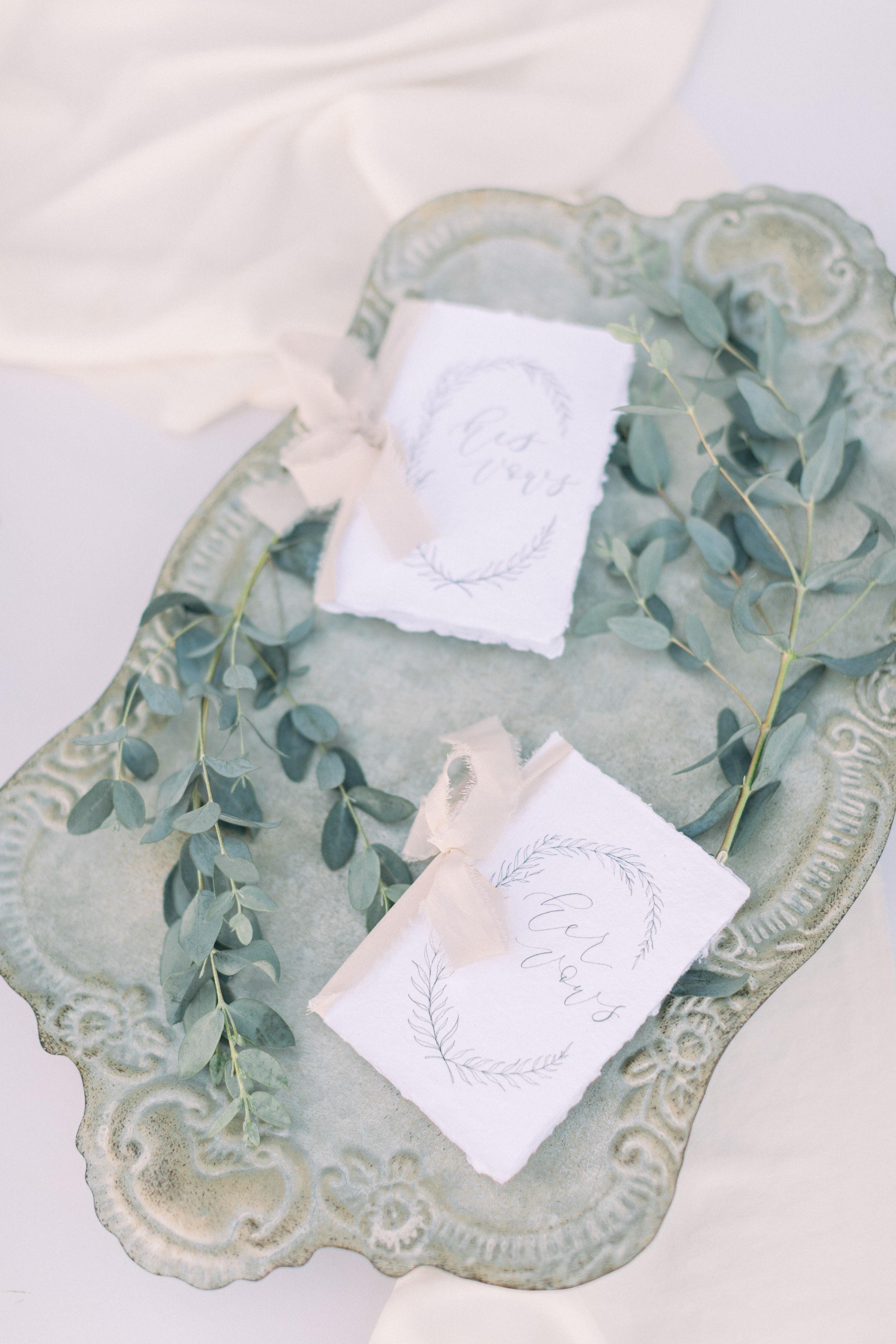 StephanieWeberPhotography-Alice-in-Wonderland-garden-wedding-vow-books-detail