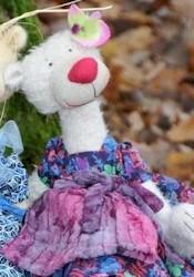Dietlind (Pink/Purple Dress)