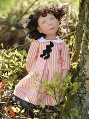Resi, Junior Doll