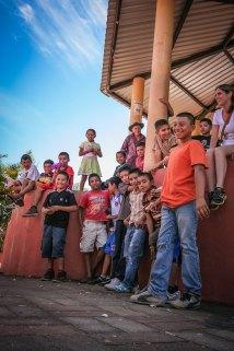 Children of Jucuarán in the courtyard
