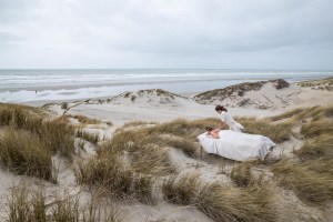 Massage in the dunes of Fort-Mahon-Plage | © Arcantide Agency
