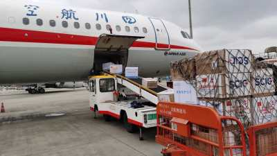 चीनबाट अत्यावश्यक सामग्री लिएर आयो विमान