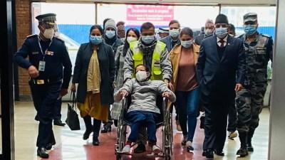 सीता दाहालकाे उपचारका लागि प्रचण्ड भारत गए