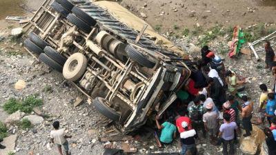 ट्रक र बोलेरो एकापसमा ठोक्किँदा एकको मृत्यु