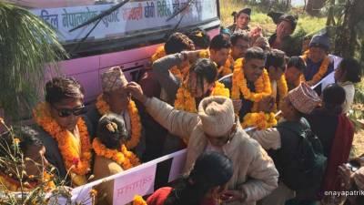 पहिलो पटक गाउँमा बस पुग्दा फुलमालाले स्वागत: सञ्चालनमा समस्या