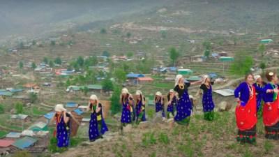 'तिप्लिङ गाँउ' गीतमा हेर्नुहोस्