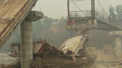 त्रिशूलीमा बन्दै गरेको पुल भत्कियो, दुईवटा कंक्रिटको स्पान क्षति