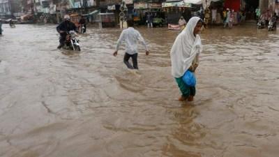 पाकिस्तानमा भारी वर्षासँगै आएको हुरीका कारण १० को मृत्यु