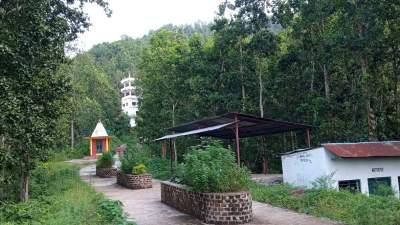 पर्यटक यसरि तान्दैछ राम्चे सामुदायिक वनले