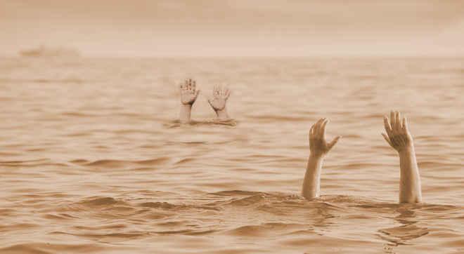 Crime News - Four Goes Missing In Godavari River