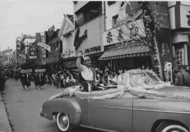 Joseph Hillaire responds to cheers from Parade spectators. Image courtesy of The Seattle Public Library.