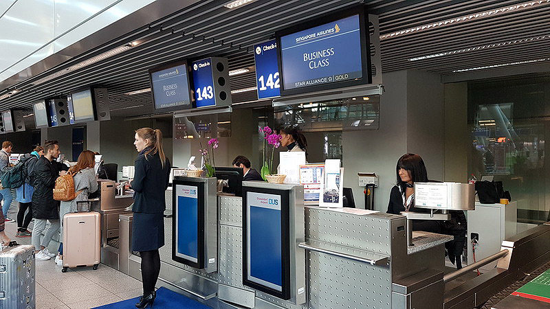 Singapore Airlines at Dusseldorf check-in